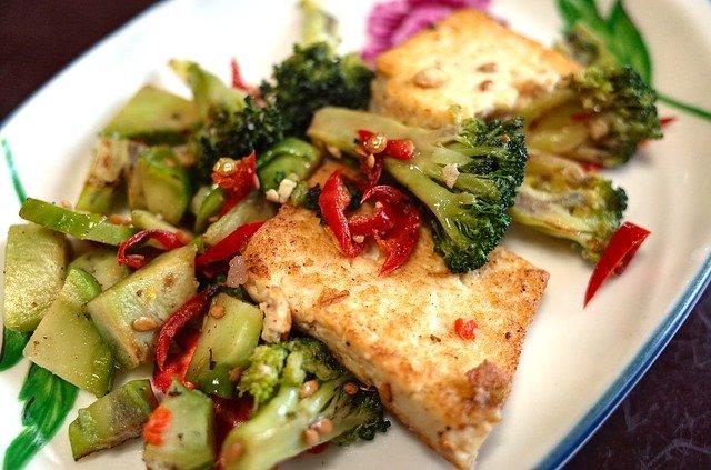 Tofu mit Chili und Brokkoli