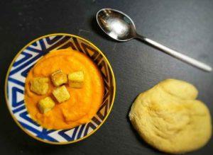 Vegane Kürbissuppe mit gebratenem Tofu