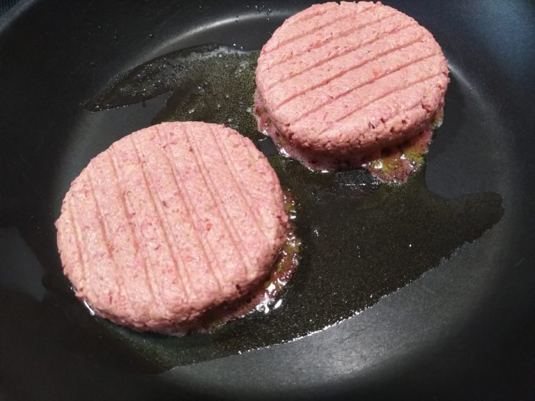 Vemondo Burger roh in der Pfanne